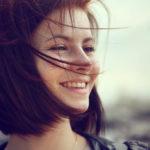表情ジワが消えるとたちまち若返る!表情ジワに効果的なケアとは?